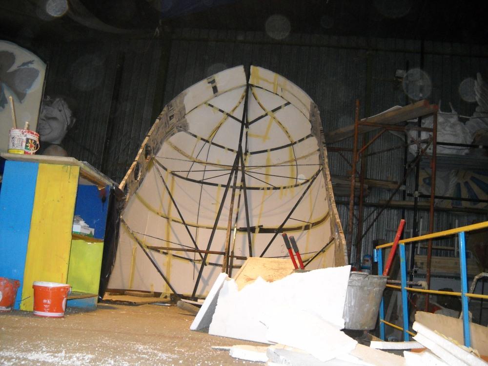 costruzione del carro 2011  ' Capitan Uncino sbarca all'Africa' (3/6)